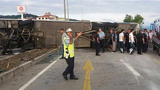 Перевернутый автобус в Турции