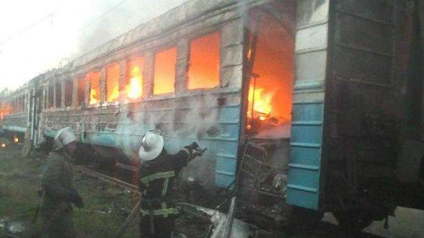 Одразу два вагони електрички горіли у Харкові