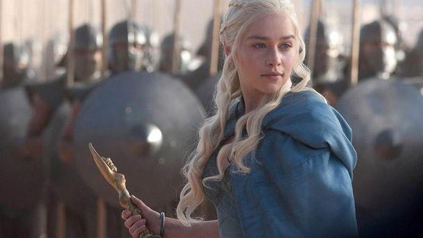 Эмилия Кларк поблагодарила шоураннеров «Игры престолов» заодну незабываемую сцену секса