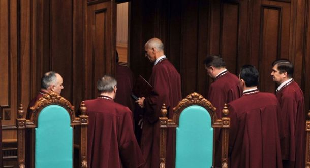 Луна в Конституционном суде почти никого не будет
