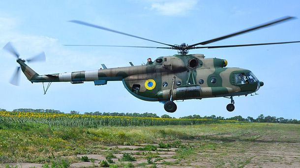 Раненых бойцов доставили в больницу вертолетом