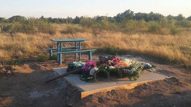 Бойца АТО, который покончил с жизнью, демонстративно похоронили на краю кладбища