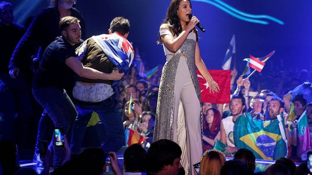 Евровидение-2017: пранкер показал ягодицы во время выступления Джамалы