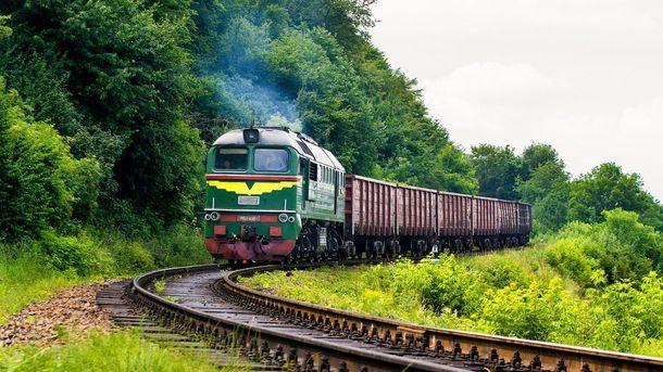 Вантажний потяг на Львівщині