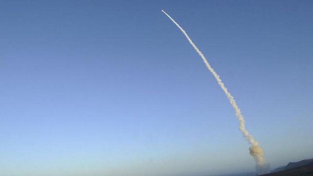 Запуск баллистической ракеты (Иллюстрация)