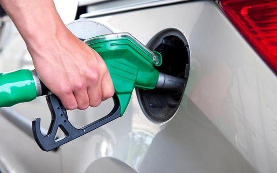 Бензин знову