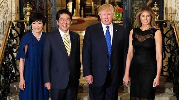 Синдзо та Акіе Абе разом з Дональдом і Меланією Трамп