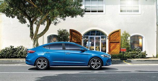 Ціна на Hyundai Elantra зібралася у відпустку