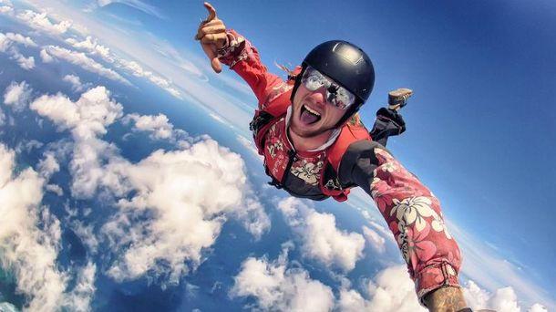 День парашутиста: що треба знати, щоб наважитись на стрибок