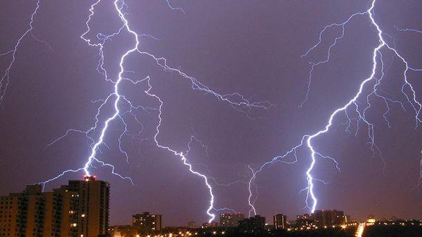 ВУкраїні оголошено штормове попередження: очікуються грози тасильні пориви вітру