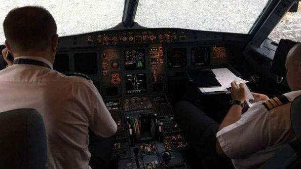 З'явилось відео ізсередини турецького літака