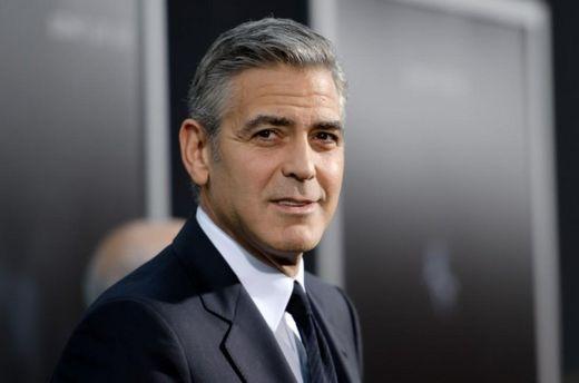 Джордж Клуни обещает засудить ведущее издание за фото его двойняшек