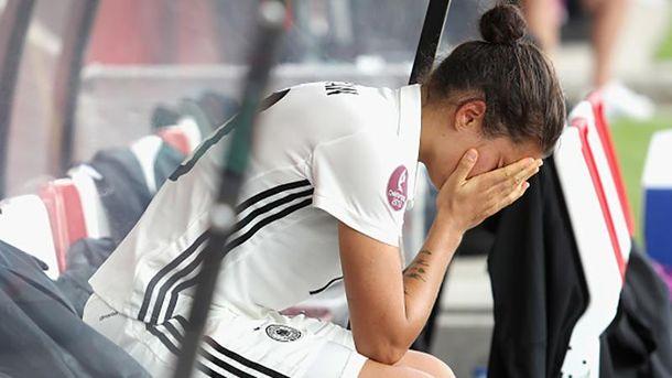 Слезы капитана сборной Германии Дженифер Марошан