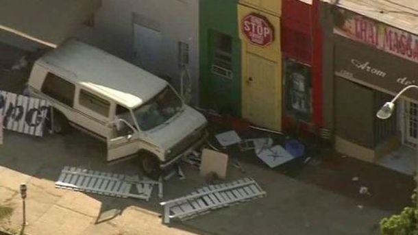 Фургон въехал в людей в Лос-Анджелесе