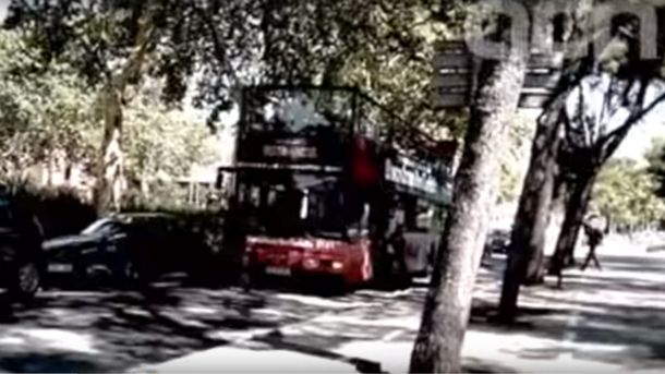 Радикалы напали на туристический автобус в Барселоне