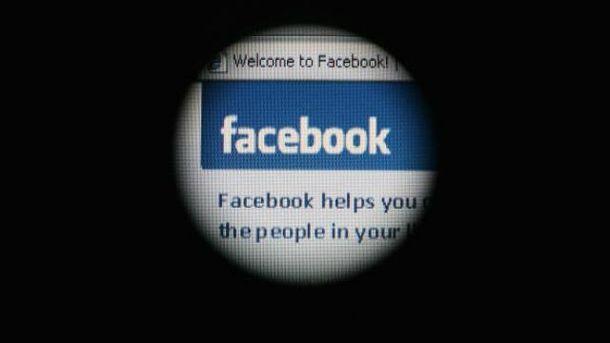 Facebook призупинив програму штучного інтелекту