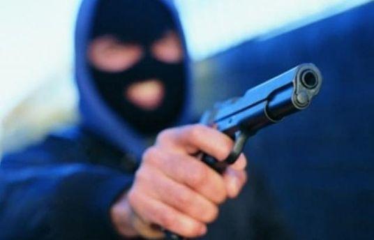 ВКиеве вооруженные преступники  украли у 2-х  мужчин 5 млн грн