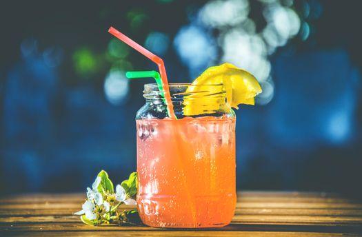 В спеку не варто пити магазинні соки