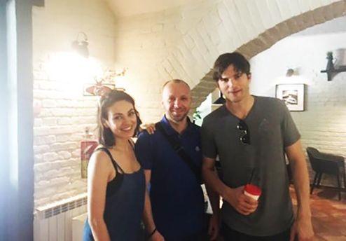 Міла Куніс та Ештон Катчер приїхали в Україну
