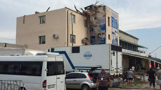 УХерсонській області порив вітру перекинув вантажівку, загинула людина— ДСНС