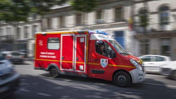 Під Парижем автомобіль наїхав нагрупу військових: з'явилися фото з місцяНП