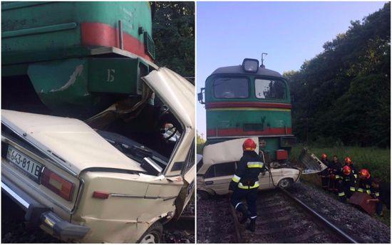 На Івано-Франківщині потяг врізався вавтомобіль, 4 загинули