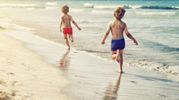Украинка рассказала, как дети на пляже играли в