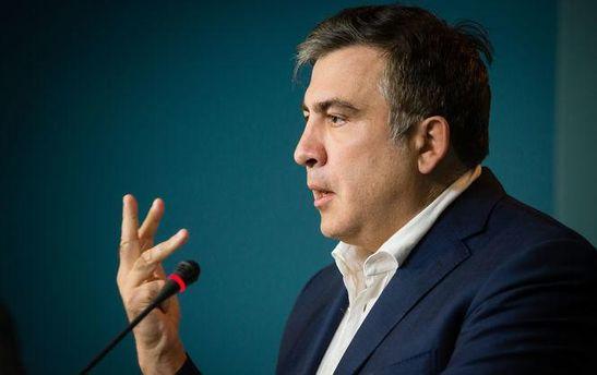 Саакашвили ссемьей приехал вВенгрию