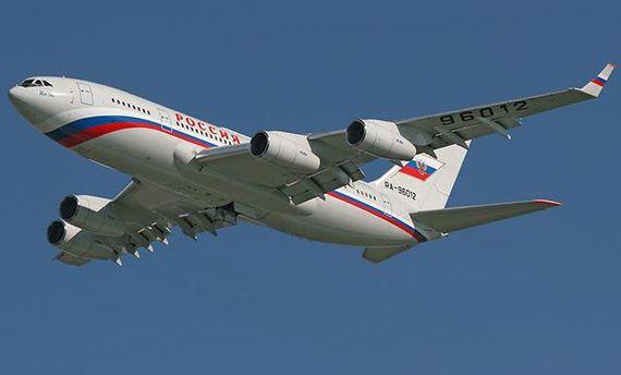 Самолет Путина покружил над Крымом