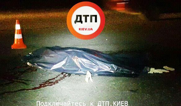 В Києві пішохода на смерть збили два авто