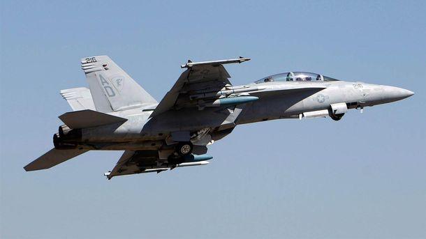 Винищувач F18