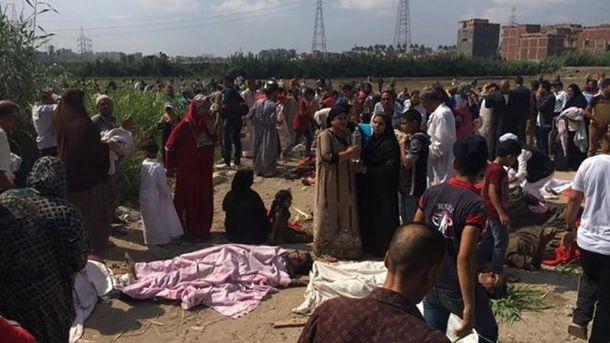 Место столкновения поездов в Египте