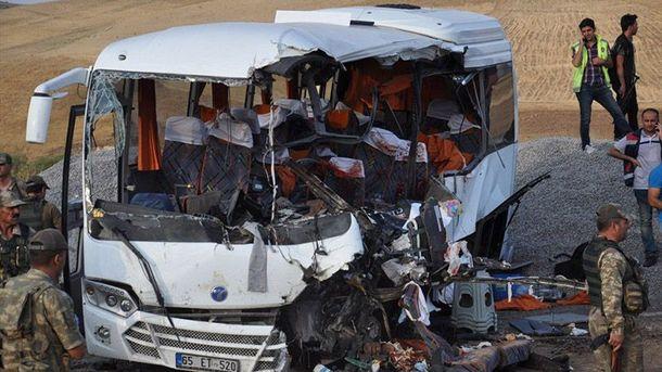 ВТурции автокран рухнул наавтобус спассажирами