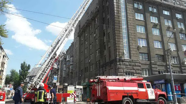 УХаркові біля вокзалу горить багатоповерхівка