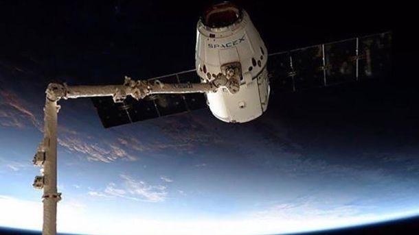 Космический грузовой корабль Dragon прибыл кМКС