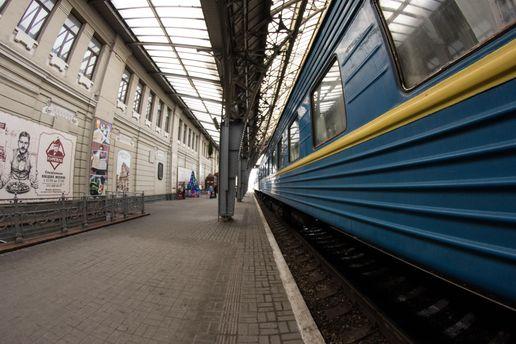 «Укрзалізниця» попередила про затримки поїздів: наХмельниччині зійшов зрейок вагон