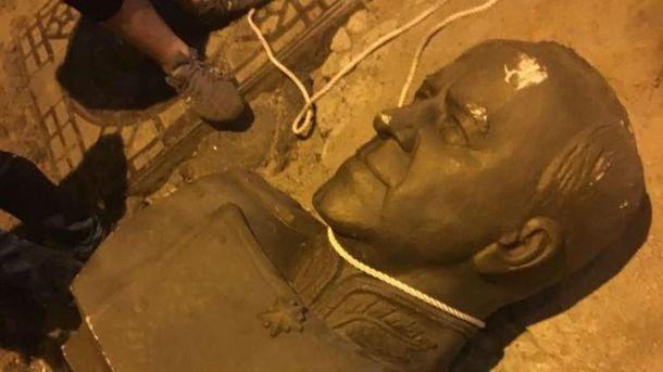 Милиция  открыла производство пофакту повреждения бюста маршалу Жукову вОдессе