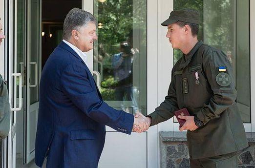 Нацгвардієць отримав медаль запорятунок постраждалих від вибуху біля Кабміну