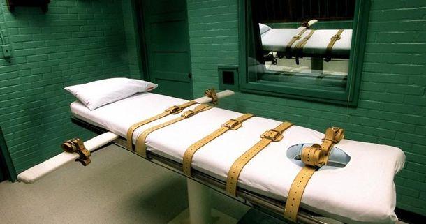 Чего вы хотите: процветания и смертную казнь за уклонение от высоких налогов, или демократию?