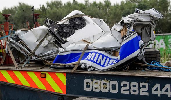 УВеликій Британії дві вантажівки зіткнулись з мікроавтобусом: загинули вісім людей
