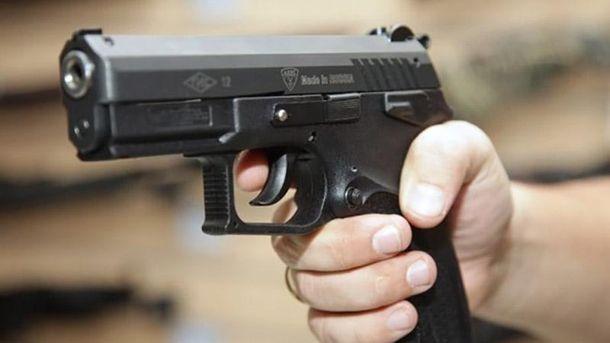 Стрілянина в Івано-Франківську: чоловіка поранили змисливської зброї