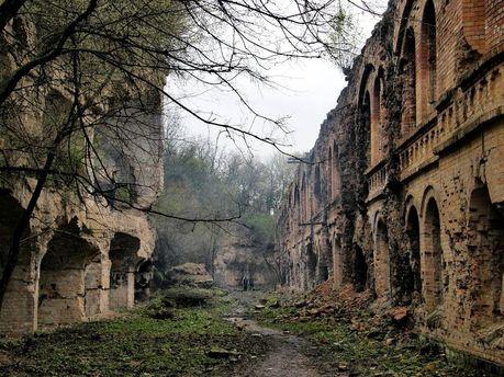 Омелян живе у вигаданому світі, або Чиновники не здатні зробити подорожі Україною можливими