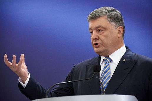 Порошенко анонсував старт біометричного контролю на кордонах України