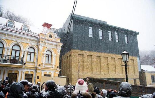 Кличко запретил мероприятия вТеатре наПодоле— «Подарок» Гогольfestа