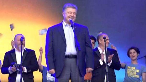 Вглобальной сети обсуждают поход Порошенко всупермаркет: Рисковый парень