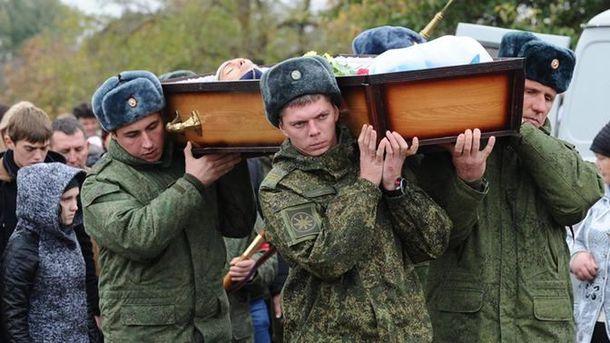 Военные сопровождали автомобильную колонну российского центра по примирению, которую обстреляли боевики ИД