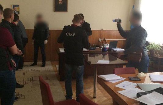 Депутат Винницкого облсовета вымогал $3 тысячи заразрешения