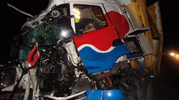 ВЧеркасской области фура врезалась ввоенный тягач: один солдат умер