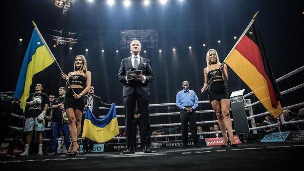 Александр Усик также пел гимн Украины