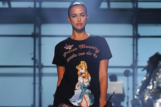 Шикарная Ирина Шейк вышла наподиум наНеделе моды вНью-Йорке